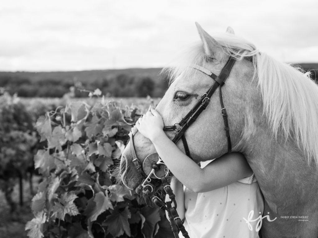 Jeune femme et son cheval